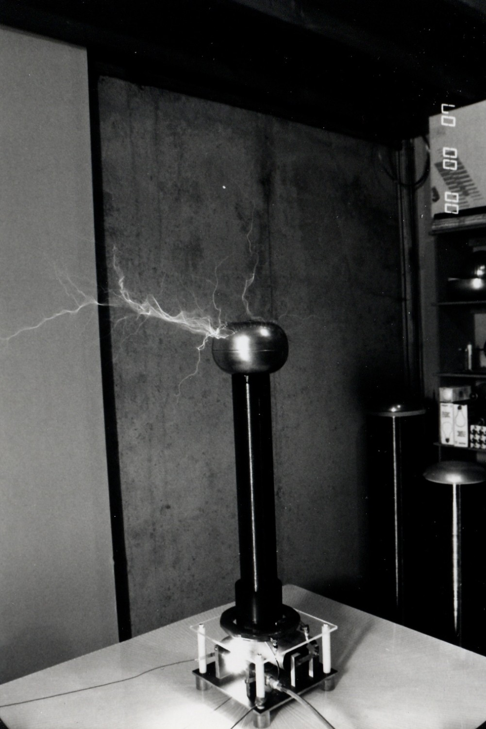 1989 capacitive discharge Tesla coil